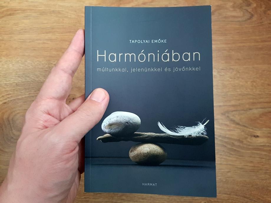 Tapolyai Emőke Harmóniában című könyve.